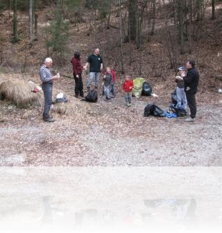 Očistimo Slovenijo 2012 na pol poti obvezen počitek nekateri samo s sladico :-)