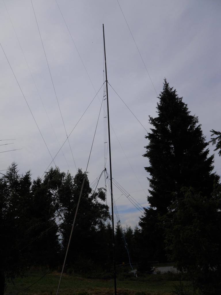 Radio amaterski (ham) kamp Črni vrh nad Cerknim - izdelava antene