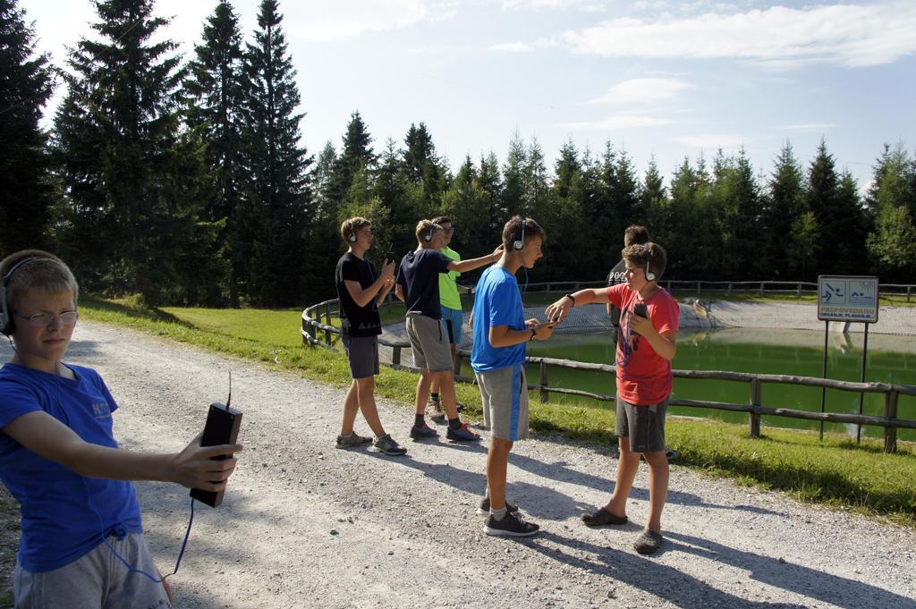 Radio amaterski (ham) kamp Črni vrh nad Cerknim - ARG lov na lisico