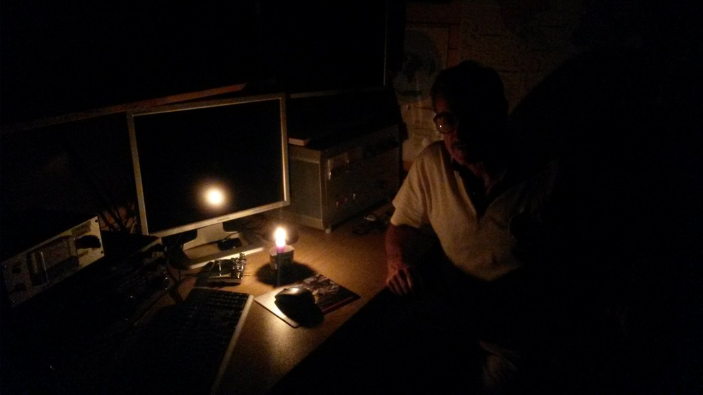 Leo S50R with improvised beer candle during a power outage